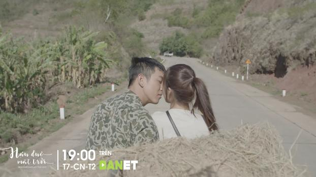 Hậu duệ mặt trời Việt Nam: Song Luân hôn Khả Ngân đắm đuối trên xe rơm-4