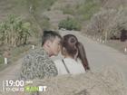 'Hậu duệ mặt trời' Việt Nam: Song Luân hôn Khả Ngân đắm đuối trên xe rơm