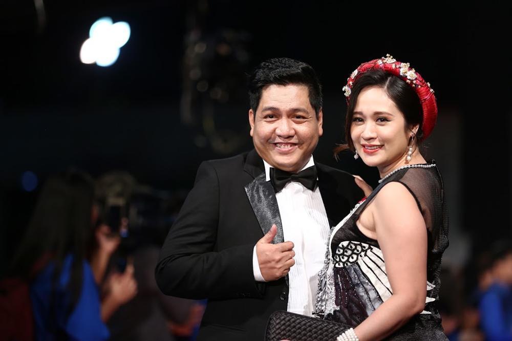 Nhật Kim Anh suýt lộ ngực vì vấp ngã trên thảm đỏ LHP quốc tế Hà Nội-10