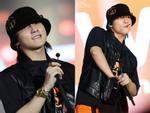 Sơn Tùng M-TP vừa ăn kẹo mút vừa hát, bất ngờ xuống sân khấu phát kẹo cho từng fan