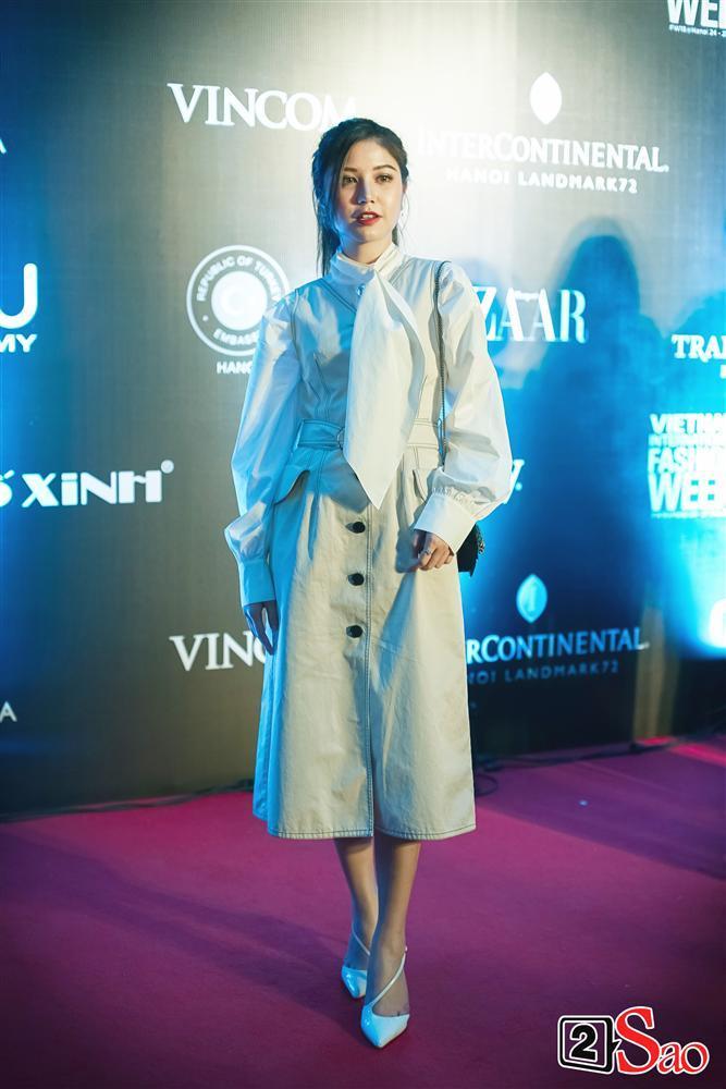 Thảm đỏ VIFW ngày cuối: Diệp Linh Châu váy xẻ hớ hênh - Hương Giang Idol làm cô bé mùa đông giữa trời thu-10