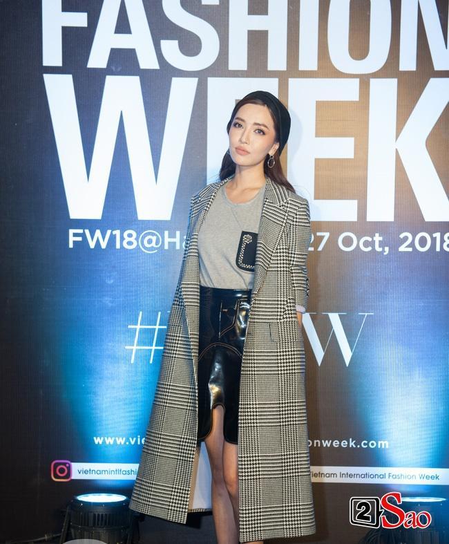Thảm đỏ VIFW ngày cuối: Diệp Linh Châu váy xẻ hớ hênh - Hương Giang Idol làm cô bé mùa đông giữa trời thu-1