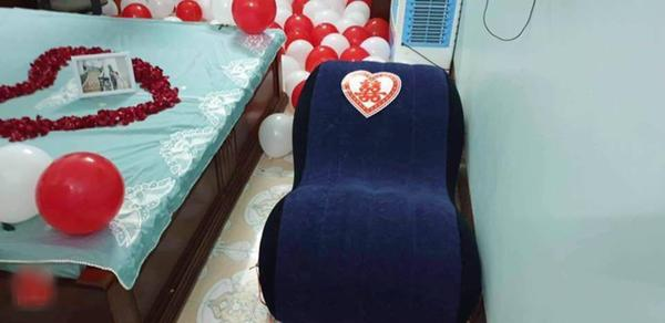 Hết tặng quà cưới thời bao cấp, hội bạn thân nhà người ta tâm lý tặng hẳn ghế tình yêu-3