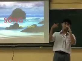 Nam sinh cấp 3 đọc bài Sóng của Xuân Quỳnh theo phong cách rap