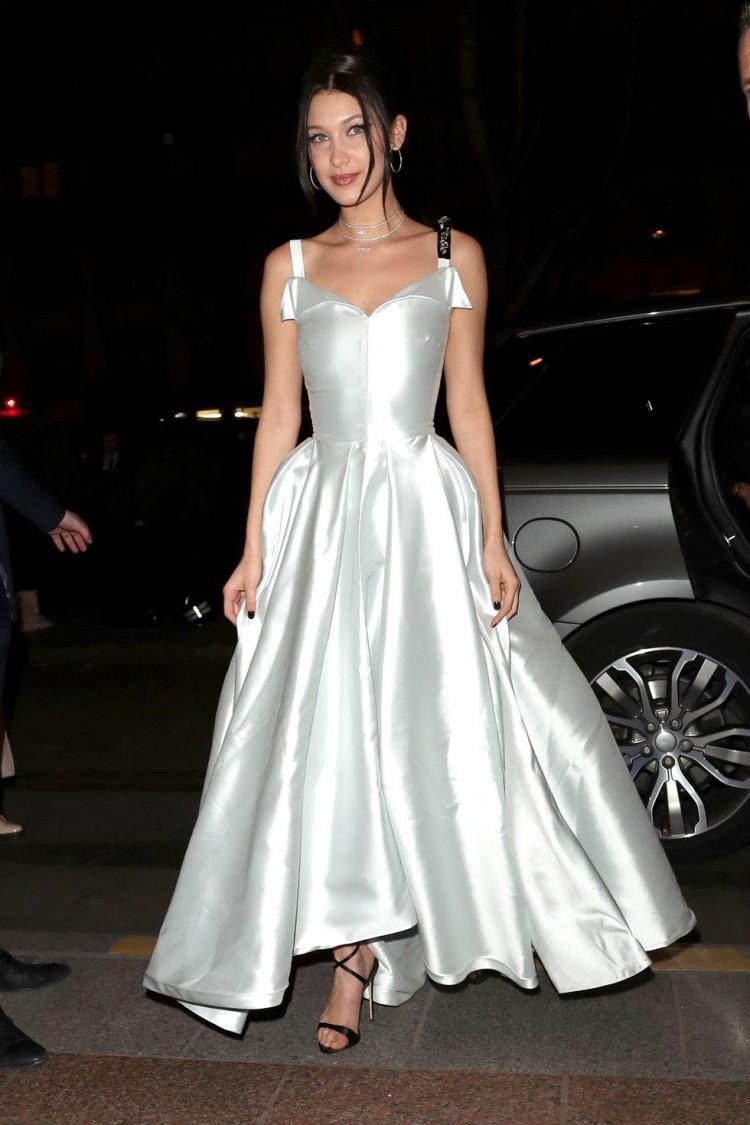 Chân dài triệu đô Hollywood Bella Hadid sở hữu phong cách thời trang không thể chê điểm nào-16