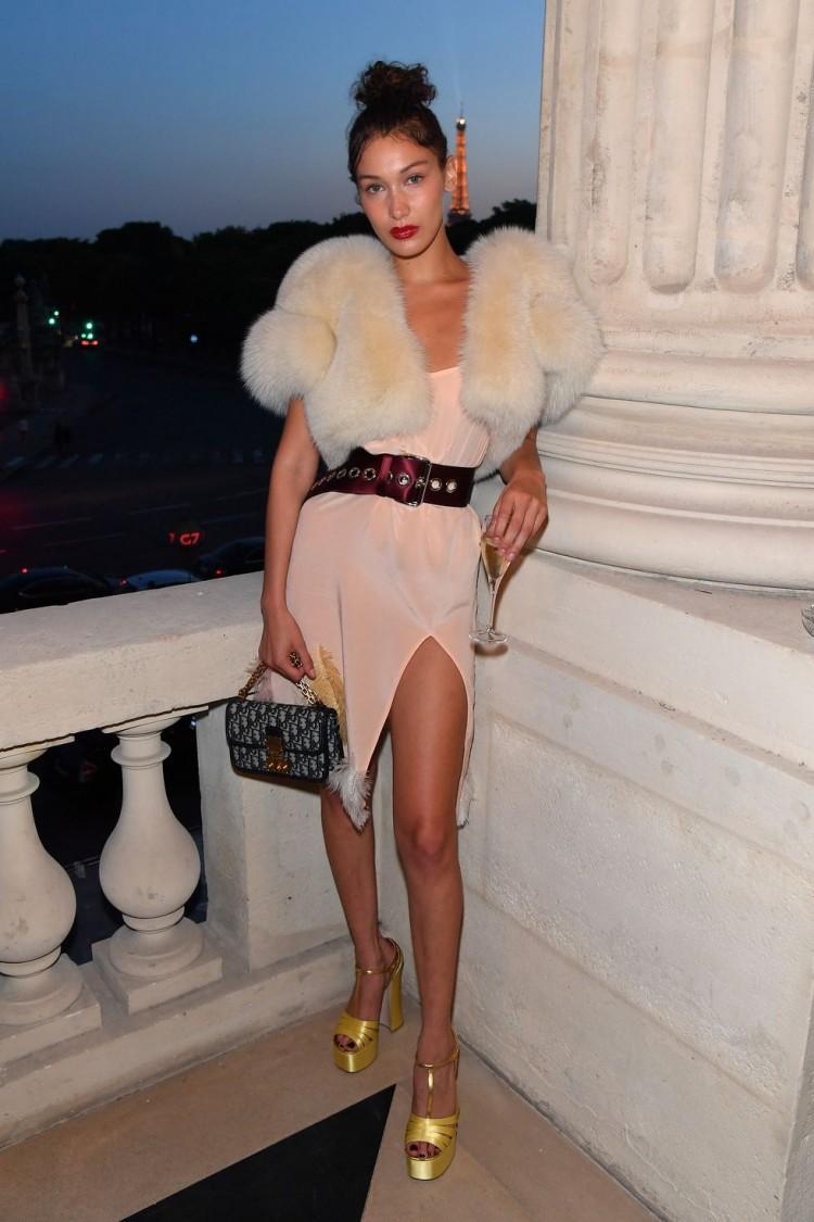Chân dài triệu đô Hollywood Bella Hadid sở hữu phong cách thời trang không thể chê điểm nào-11