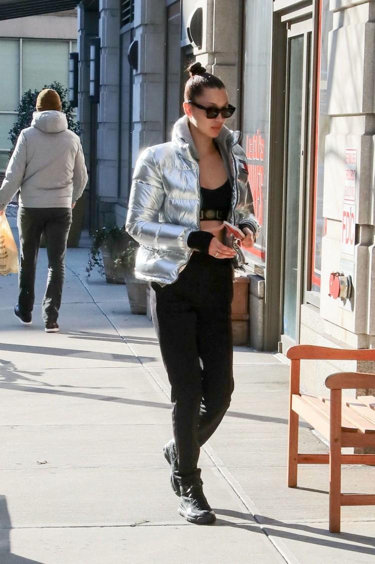Chân dài triệu đô Hollywood Bella Hadid sở hữu phong cách thời trang không thể chê điểm nào-8