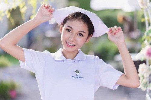 Vì quá nổi tiếng, nữ y tá xinh đẹp nhất Thái Lan bị sa thải-3