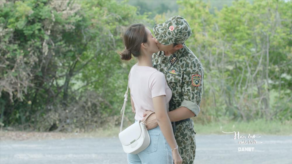 Song Luân tiếp tục đốn tim khán giả với hai nụ hôn bất ngờ dành cho Khả Ngân-4