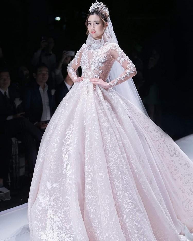 Hễ diện váy gợi cảm, Bích Phương lại gây thương nhớ - Đỗ Mỹ Linh hóa cô dâu e ấp đứng đầu TOP SAO ĐẸP-1