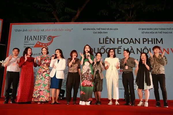 Gái nhảy Minh Thư từ Mỹ về Việt Nam vì quá nhớ nghề-1