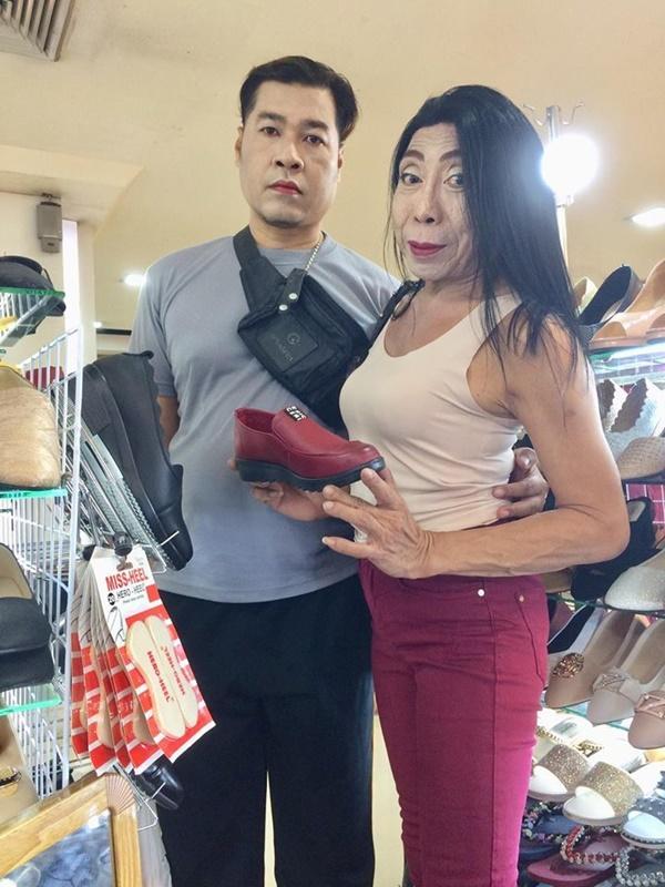 Gái già chuyển giới hot nhất Thái Lan khiến người xem cạn lời khi khoe cảnh uốn éo hôn tình trẻ trong ngày sinh nhật-4