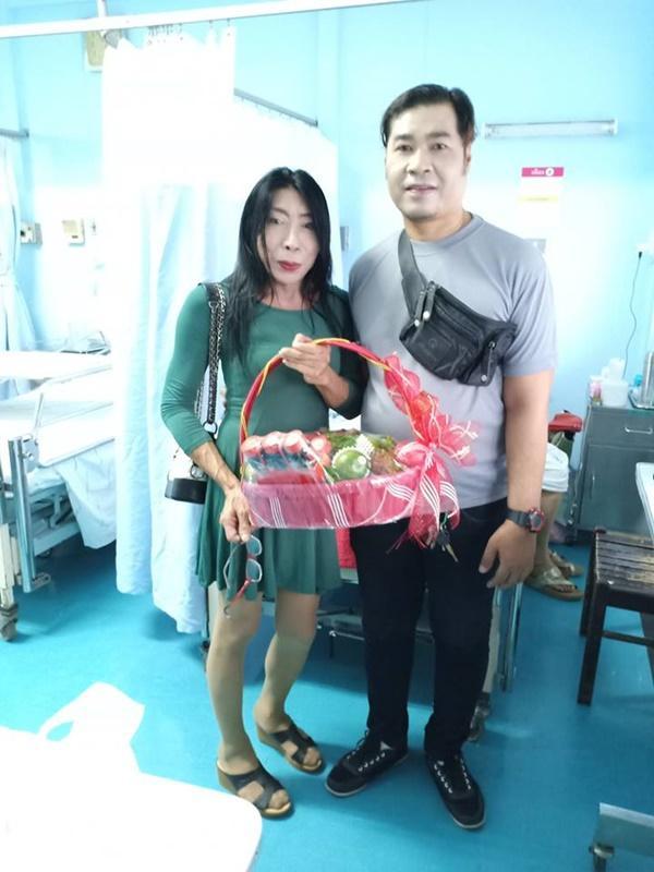 Gái già chuyển giới hot nhất Thái Lan khiến người xem cạn lời khi khoe cảnh uốn éo hôn tình trẻ trong ngày sinh nhật-9