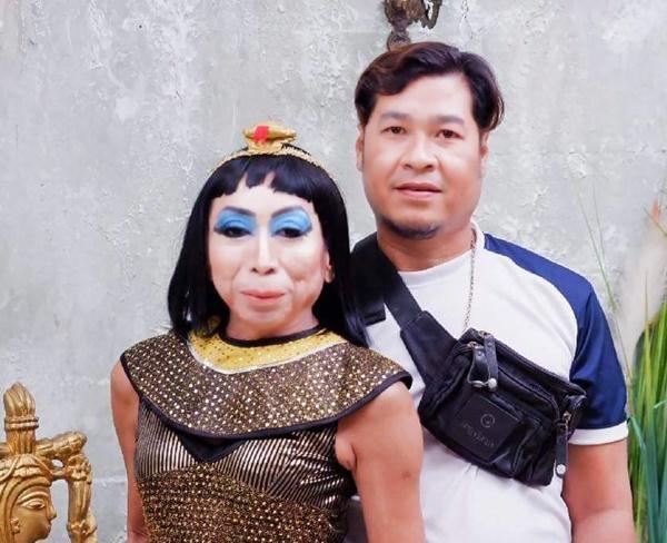 Gái già chuyển giới hot nhất Thái Lan khiến người xem cạn lời khi khoe cảnh uốn éo hôn tình trẻ trong ngày sinh nhật-10
