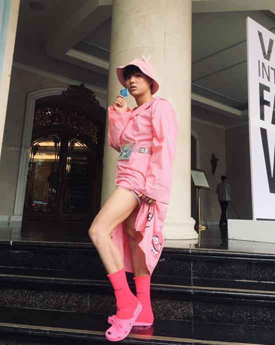 Khả Ngân gặp sự cố váy áo - Minh Tú diện trang phục cắt xẻ táo bạo đứng đầu TOP SAO MẶC XẤU tuần qua-9