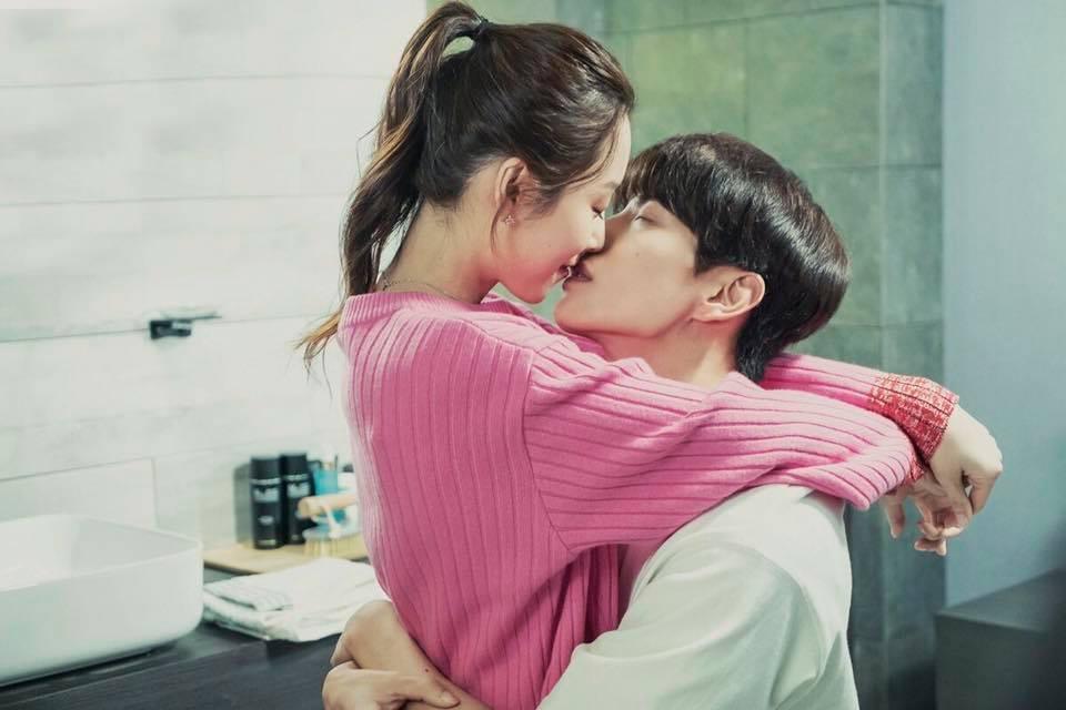 IU choáng váng khi biết Song Hye Kyo và Song Joong Ki tới concert của mình-8