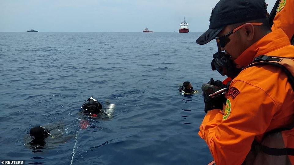Đã vớt được 6 thi thể đầu tiên trong vụ máy bay rơi ở Indonesia-2