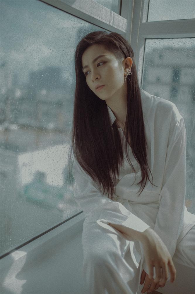 Gil Lê tóc dài thướt tha hát về chuyện tình cũ buồn não lòng-2