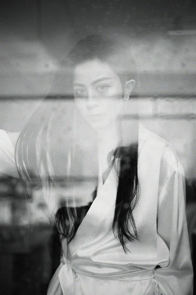 Gil Lê tóc dài thướt tha hát về chuyện tình cũ buồn não lòng-4