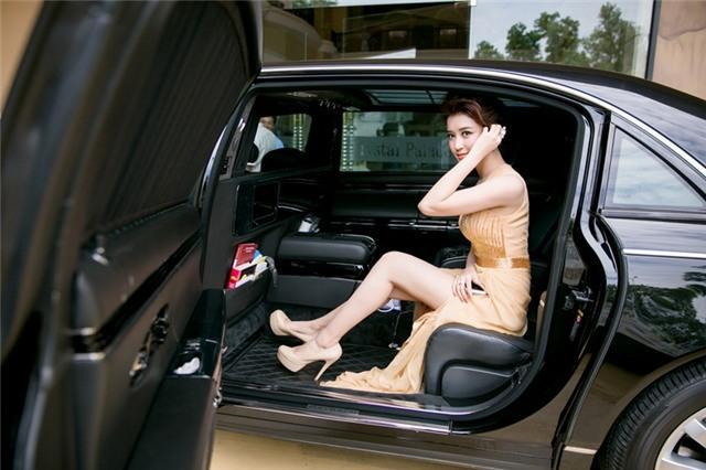 Đọ thần thái của các mỹ nhân Việt chỉ trong vài giây ngắn ngủi khi bước xuống từ xe tiền tỷ-7