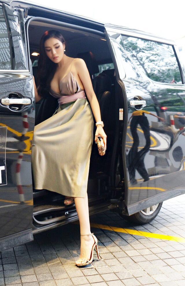 Đọ thần thái của các mỹ nhân Việt chỉ trong vài giây ngắn ngủi khi bước xuống từ xe tiền tỷ-8