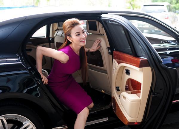 Đọ thần thái của các mỹ nhân Việt chỉ trong vài giây ngắn ngủi khi bước xuống từ xe tiền tỷ-11