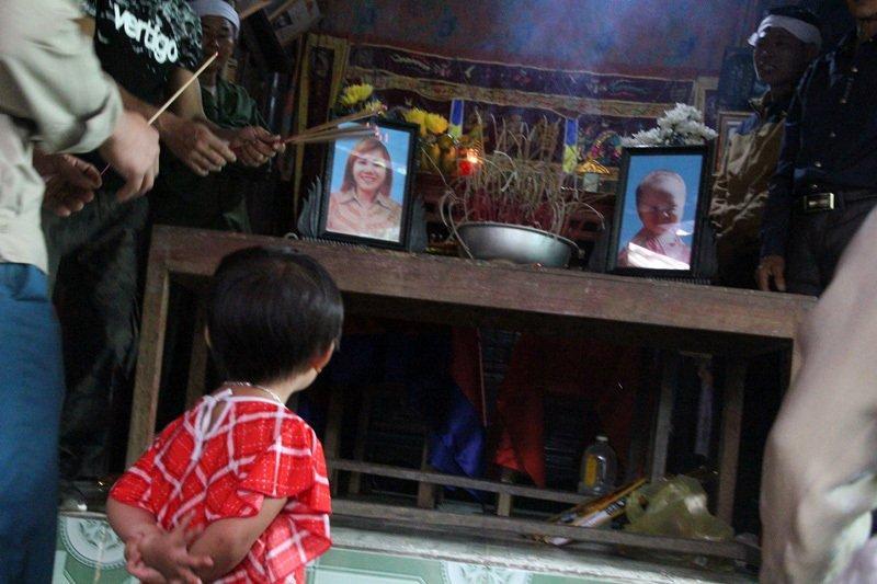 Hà Tĩnh: Nghẹn lòng lý do mẹ và con trai 18 tháng treo cổ cùng chết-1