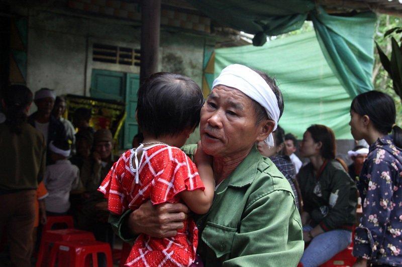 Hà Tĩnh: Nghẹn lòng lý do mẹ và con trai 18 tháng treo cổ cùng chết-2