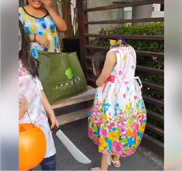Bé gái 2 tuổi Philippines nổi tiếng khắp thế giới vì màn cầm đầu đi xin kẹo Halloween-3