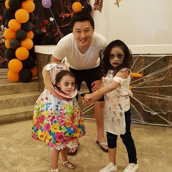 Bé gái 2 tuổi Philippines nổi tiếng khắp thế giới vì màn cầm đầu đi xin kẹo Halloween-5
