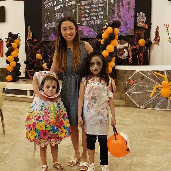 Bé gái 2 tuổi Philippines nổi tiếng khắp thế giới vì màn cầm đầu đi xin kẹo Halloween-6