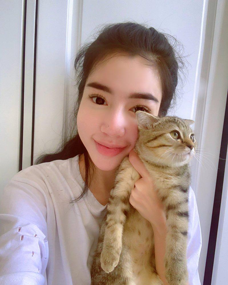Ngồi bên đống tiền, Hoa hậu Diễm Hương than vãn cô đơn-3