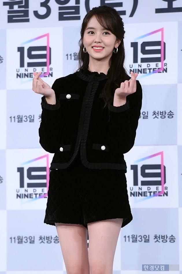 Sao nhí đình đám một thời Kim So Hyun thử sức với vai trò MC-1