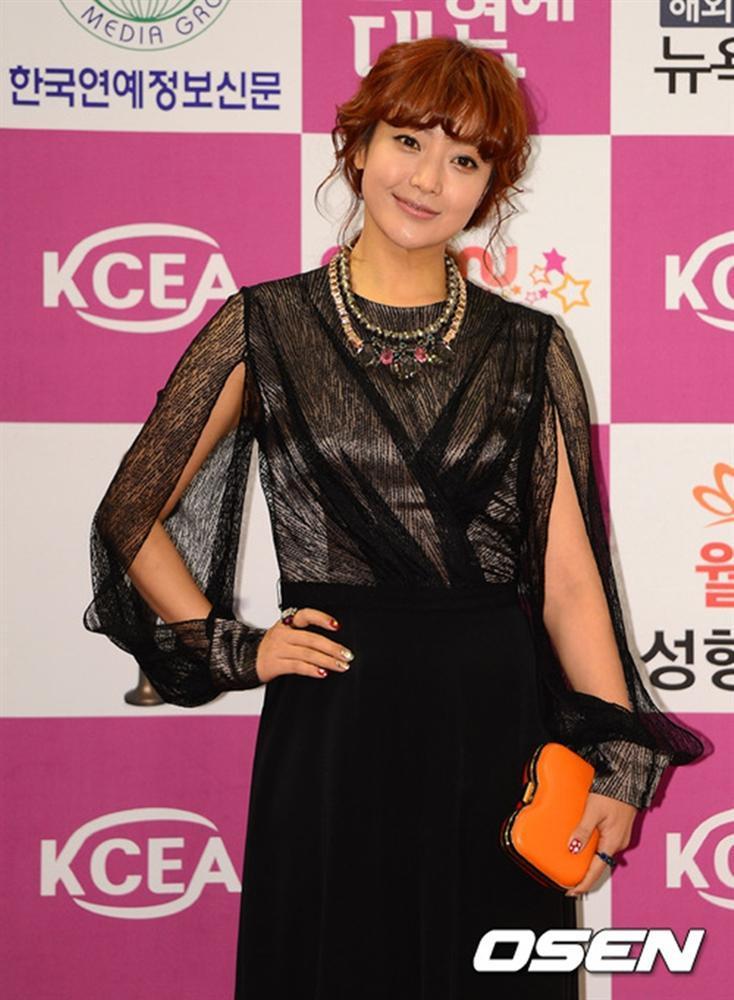 Là biểu tượng nhan sắc nhưng Kim Hee Sun nhiều lần mắc lỗi trang phục xấu không đỡ nổi-4
