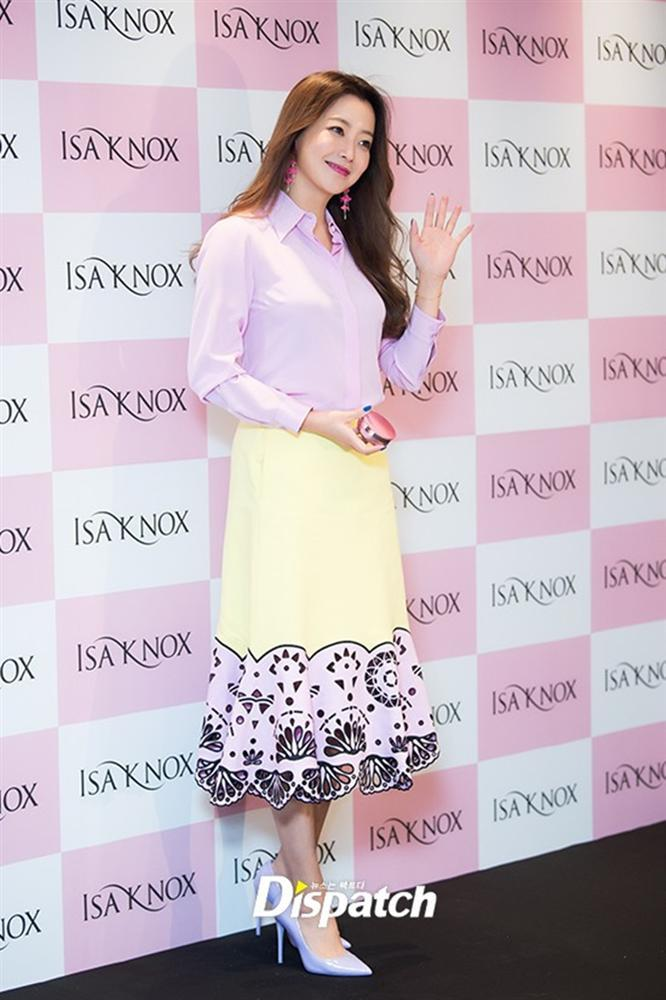 Là biểu tượng nhan sắc nhưng Kim Hee Sun nhiều lần mắc lỗi trang phục xấu không đỡ nổi-5