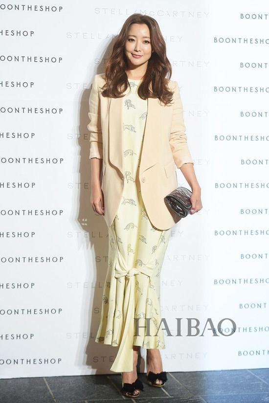 Là biểu tượng nhan sắc nhưng Kim Hee Sun nhiều lần mắc lỗi trang phục xấu không đỡ nổi-8