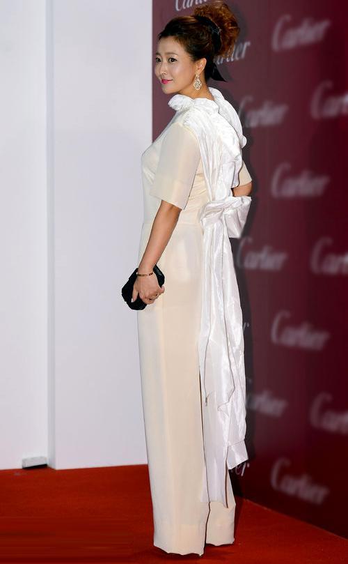 Là biểu tượng nhan sắc nhưng Kim Hee Sun nhiều lần mắc lỗi trang phục xấu không đỡ nổi-3