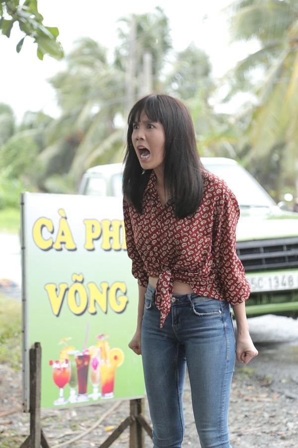 Ngọc Trinh hóa gái quê lại còn ế trong phim Tết 2019-1