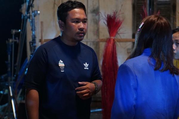 Ngọc Trinh hóa gái quê lại còn ế trong phim Tết 2019-3