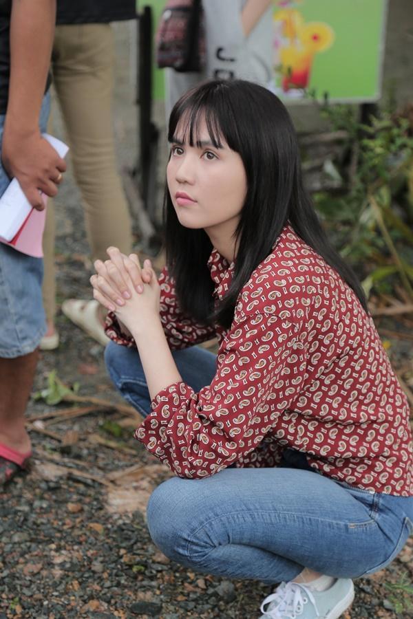 Ngọc Trinh hóa gái quê lại còn ế trong phim Tết 2019-4