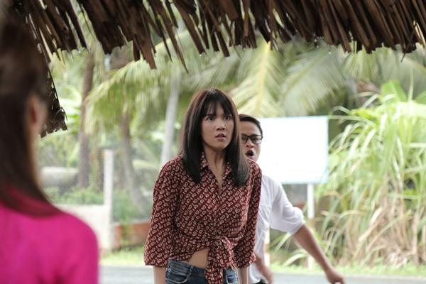 Ngọc Trinh hóa gái quê lại còn ế trong phim Tết 2019-6