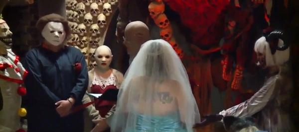 Cặp đôi hóa trang rùng rợn kết hôn tại nhà ma khiếp vía nhất nước Mỹ-1