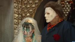 Cặp đôi hóa trang rùng rợn kết hôn tại nhà ma khiếp vía nhất nước Mỹ