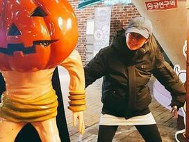 'Thánh hack tuổi' Jang Na Ra tạo dáng hài hước, đáng yêu
