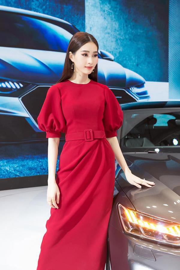 SAO MẶC ĐẸP: Hoa hậu Tiểu Vy hóa công chúa lộng lẫy chặt đẹp hai mỹ nhân đình đám Hoa ngữ-4