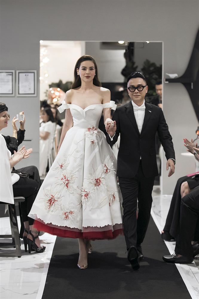 SAO MẶC ĐẸP: Hoa hậu Tiểu Vy hóa công chúa lộng lẫy chặt đẹp hai mỹ nhân đình đám Hoa ngữ-5