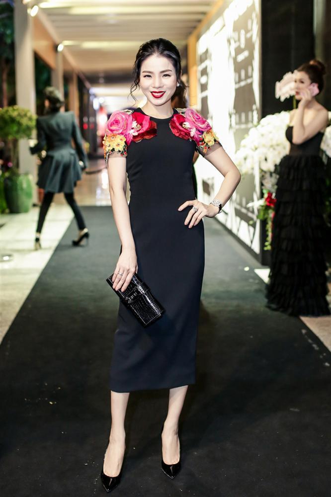 SAO MẶC ĐẸP: Hoa hậu Tiểu Vy hóa công chúa lộng lẫy chặt đẹp hai mỹ nhân đình đám Hoa ngữ-6