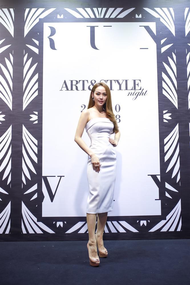 SAO MẶC ĐẸP: Hoa hậu Tiểu Vy hóa công chúa lộng lẫy chặt đẹp hai mỹ nhân đình đám Hoa ngữ-7