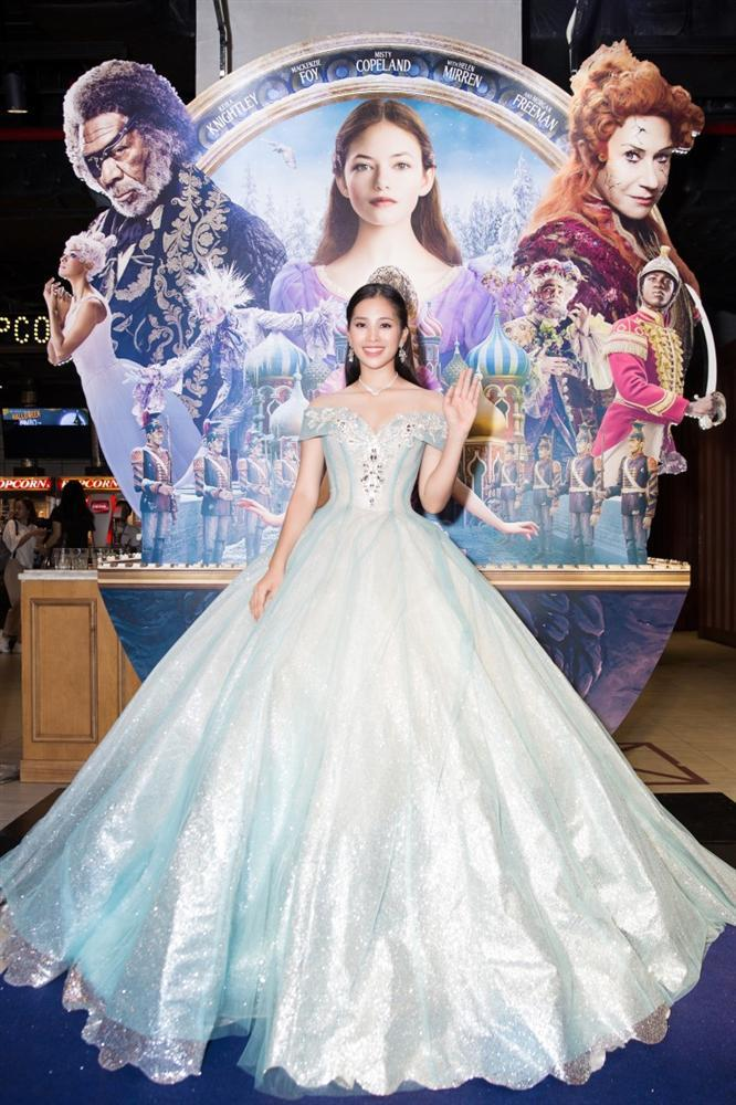 SAO MẶC ĐẸP: Hoa hậu Tiểu Vy hóa công chúa lộng lẫy chặt đẹp hai mỹ nhân đình đám Hoa ngữ-1