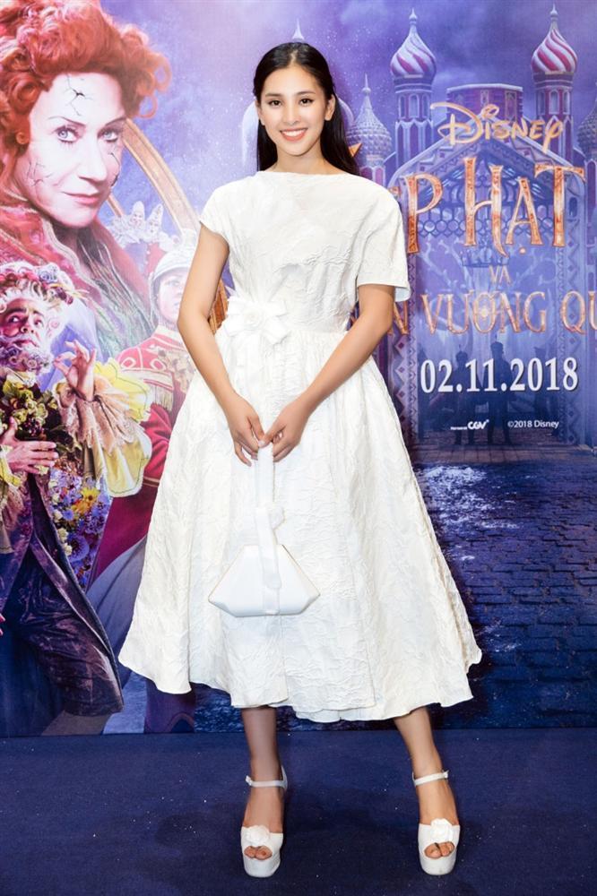 SAO MẶC ĐẸP: Hoa hậu Tiểu Vy hóa công chúa lộng lẫy chặt đẹp hai mỹ nhân đình đám Hoa ngữ-2